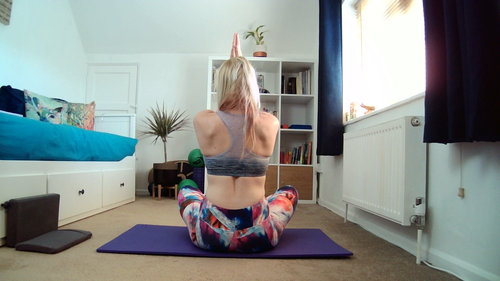 Saturday Stretch – Mid Back Stretch